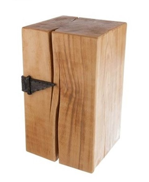 Holzblock mit Gürtel